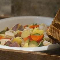 群馬産のお野菜をアッツアツに蒸してます♪ご夕食ブッフェ(バイキング)