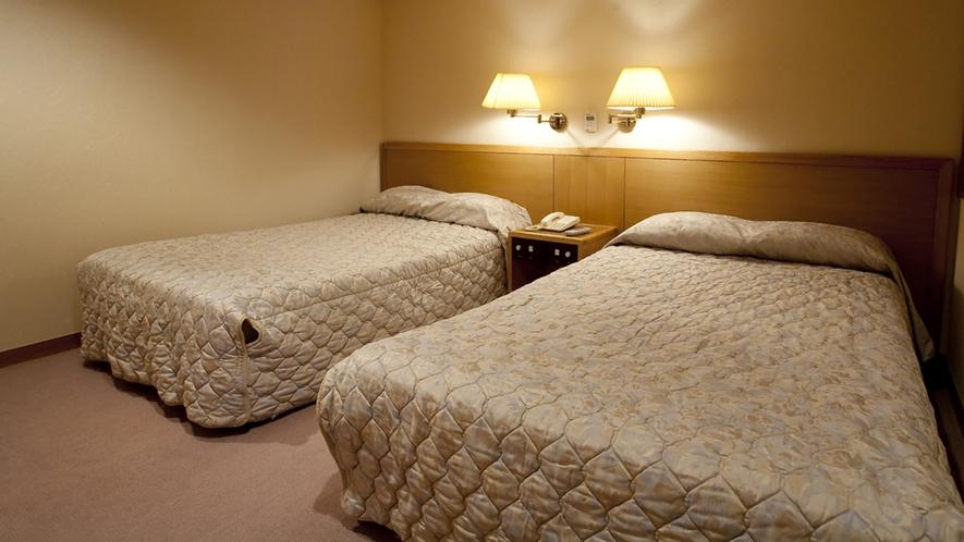 広々80平米コーナースィートの和洋室にはツインのベットルーム♪