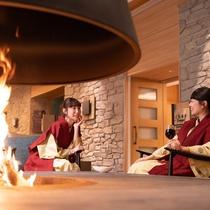 暖炉とワインでしっとり乾杯!炎の温もりに包まれて【暖炉ラウンジ】