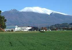 残雪抱く浅間山