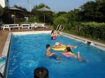大人も子供も一緒のプール