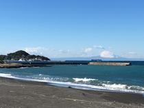 波佐間の海は波が穏やかです。