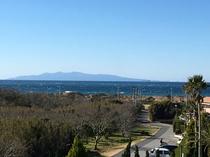 屋上からは大島や富士山が見えます。