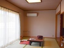 山側和室8畳(バス・トイレ付き)