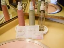 化粧水、乳液、メイク落とし、シャワーキャップ、ヘアーバンド、コットン(女性用)