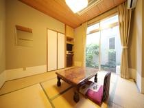 和室6畳(バス・トイレ付き)眺望は中庭又は山側