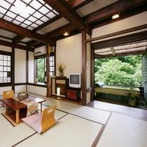 一番人気の露天風呂付客室「いちいの間」木&ひのきで出来た浴槽風呂【一階】