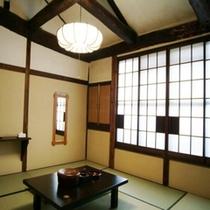 初代お菊ばあさんの時代から残る和室8畳一例(2階)