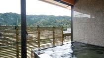 ■【露天風呂付き特別室:呉竹】御影石の半露天風呂 ※温泉使用