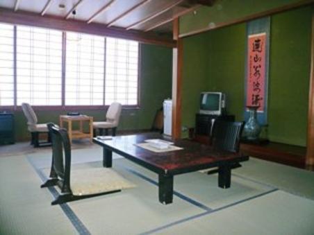 和室10畳 (バス・トイレ付)