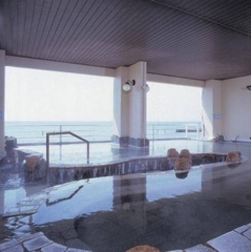 【女性大浴場】 女子大浴場からも津軽海峡を一望