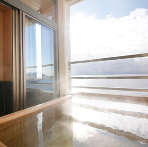 【海側客室露天風呂】檜風呂タイプ