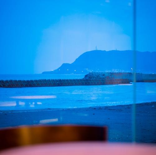 【ラウンジ】 今日も臥牛山は函館でお休み中♪
