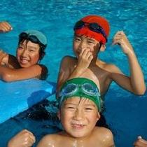 ★プールではしゃぐ子供たち♪