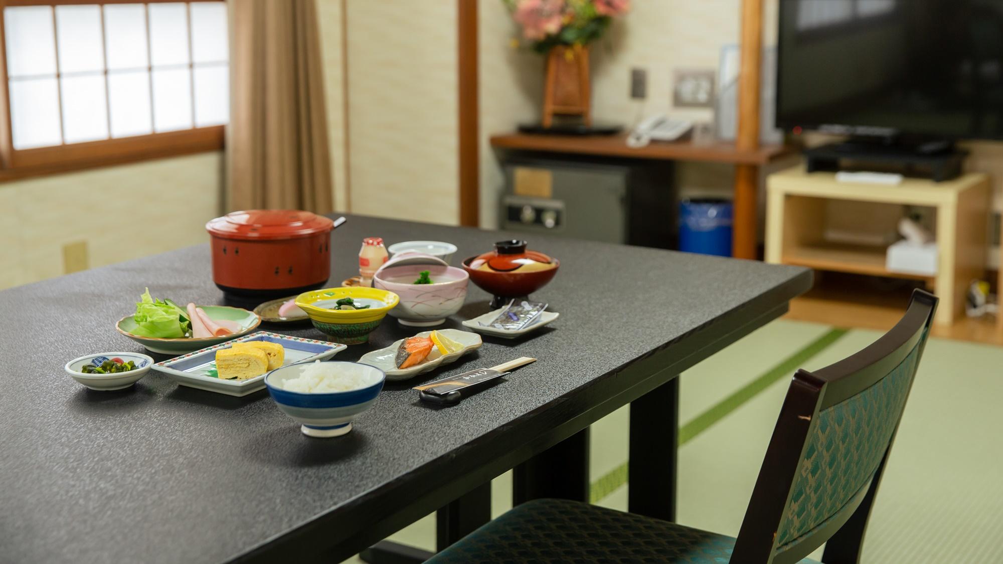 *【お部屋で朝食】他の宿泊客を気にせずゆったり楽しめる朝のひと時。