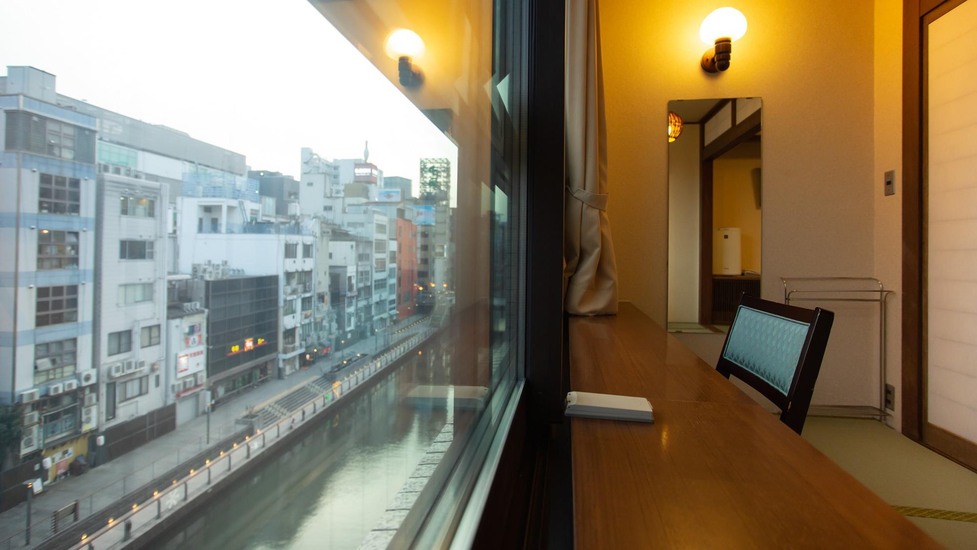 *【部屋からの景色】二重サッシにより静かなお部屋から望むミナミの景色。