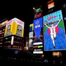 道頓堀川沿いにある当館からグリコの看板までは徒歩すぐ!THE大阪の景色もお楽しみいただけます♪