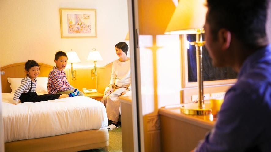 ご家族様でもゆったりくつろげる客室。広々とした空間でやすらぎをご提供いたします。