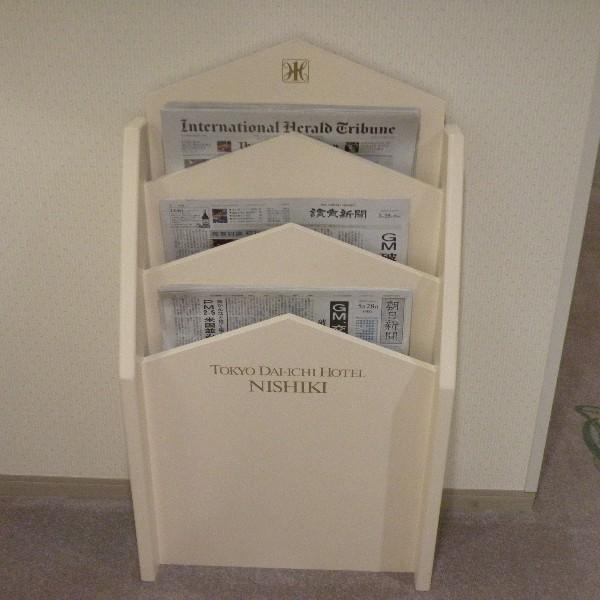 朝刊一般紙は各階新聞ラックからどうぞ