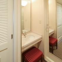 禁煙・喫煙スタンダードツインルームの室内間仕切り、個別洗面台