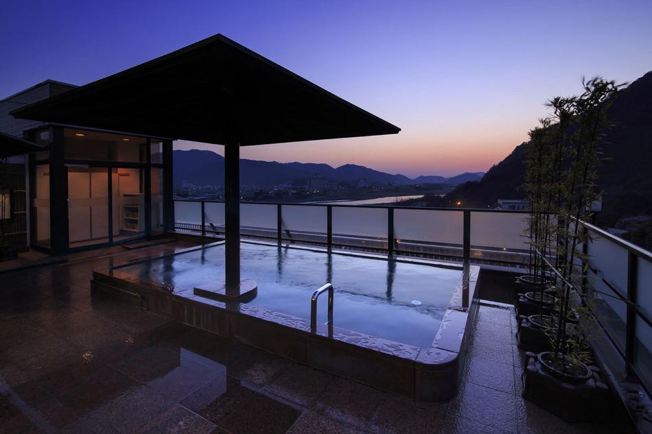 朝の露天風呂 山の湯