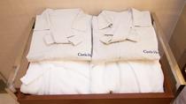 【ナイトウェア】ワンピース型パジャマ。デラックスルームにはバスローブもご用意しております。