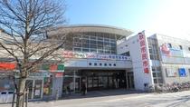 【秋田市民市場】ホテルから徒歩5分。県内の美味しいものが集まる市場はお土産探しにもぴったり。