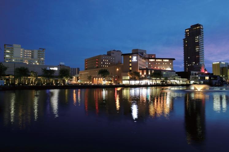 【ホテル全景】 夜