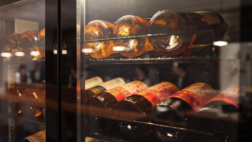 【ザ・キャッスル】料理との相性を大切に、ソムリエが厳選した世界各国のワイン。
