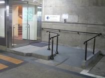 【駐車場】2階と4階に館内との連絡口がありますのでこちらから1階のフロントへお越しいただけます。