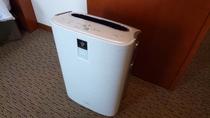 【加湿空気清浄機】乾燥の気になる室内も快適に保ちます。※一部客室は加湿器のみ