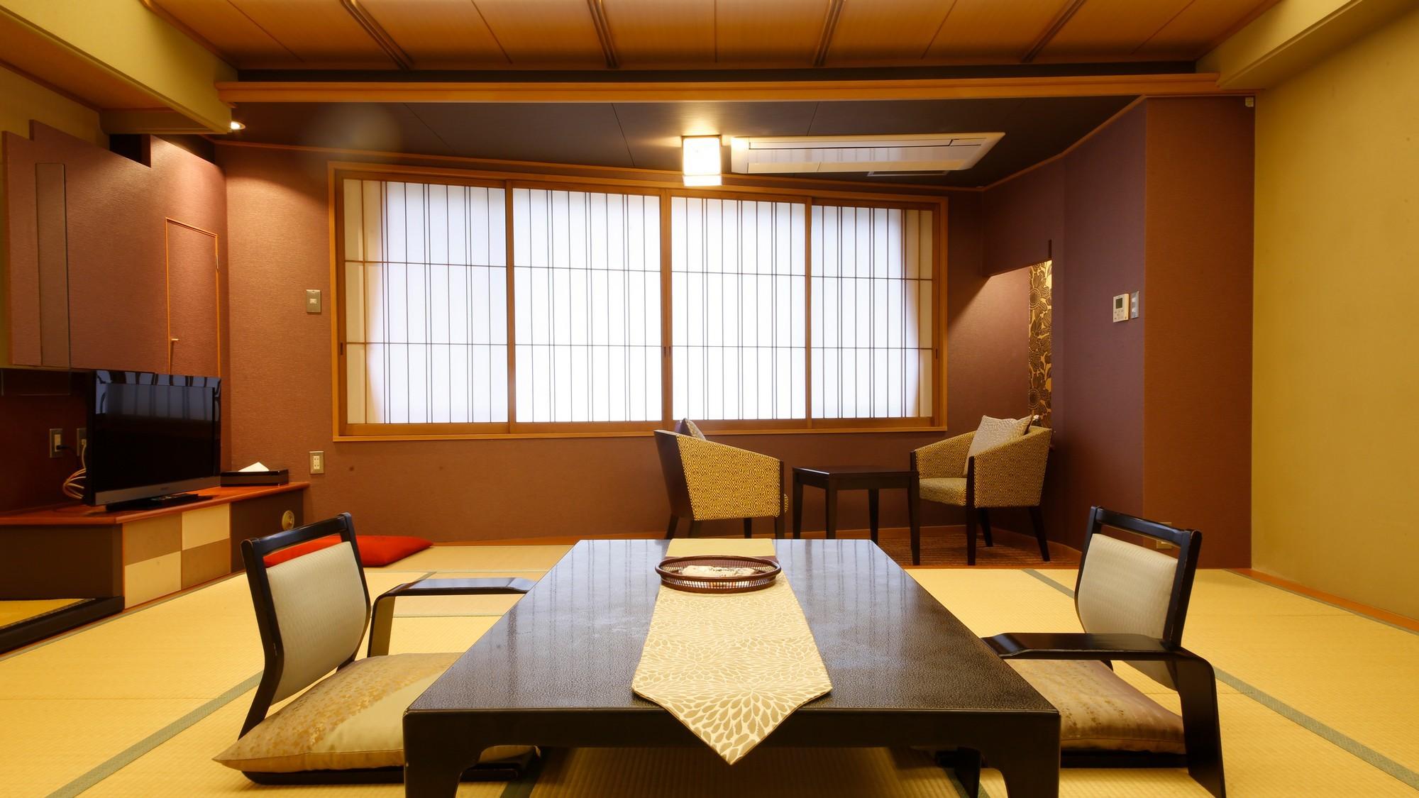 風雅な和モダンデラックス客室<市松>  絨毯敷きのスペースとなった広縁を設けました。