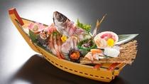 【舟盛り:鮮魚10種盛り(イメージ)】*内容はおまかせになります。
