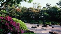 【由志園】  ボタン、さくらなど、四季折々の花が楽しめる日本庭園。