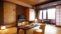 出雲コンセプト和室<華雲ーKAUN> テーブル、チェアは部屋の雰囲気に調和する色柄を選びました
