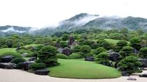 【足立美術館】  横山大観のコレクションが豊富。10年連続世界一に選ばれている日本庭園も見所です。