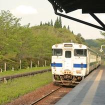 <嘉例川駅>レトロな空間が鉄道好きだけでなく、女性にも人気