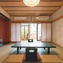 【和室10畳(露天付)】小さな露天風呂が付いた客室です。お部屋で川を眺めながらの温泉が楽しめます!