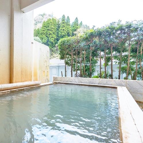 【露天風呂】大浴場の隣にございます。24h入浴可能なので、朝?昼?夜とお楽しみいただけます。
