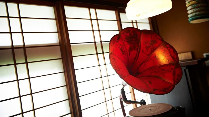 館内には随所に、昭和を感じる一品がございます。