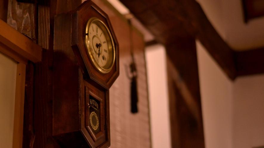 昭和を感じる時計。まるで時間が止まったようなひととき。