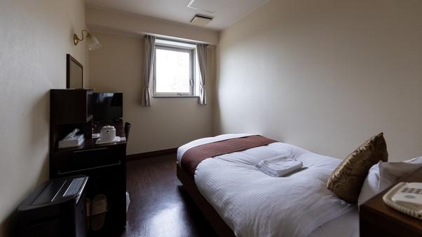 【喫煙】セミダブルルーム<15平米 ベッド120×200>