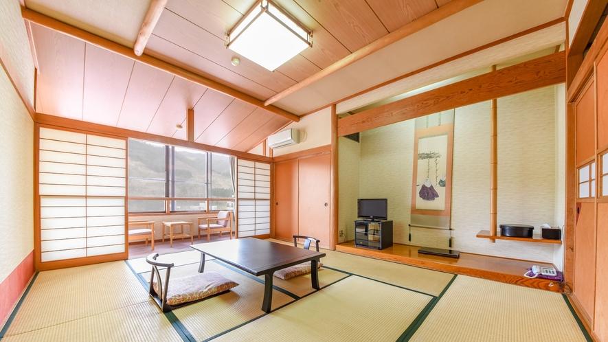 *客室一例・和室10畳/畳の香りがほのかに薫るお部屋で寛ぎのひと時を。