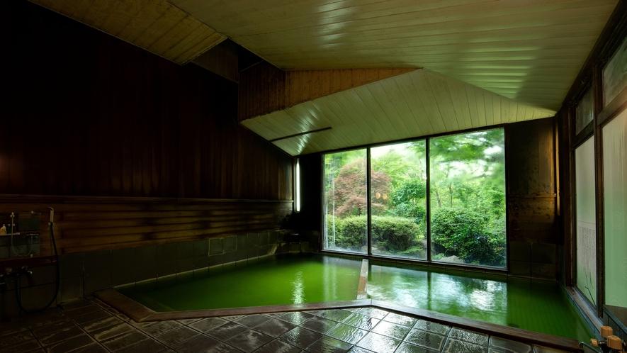 *大浴場/エメラルドに色づく素晴らしい泉質の温泉でごゆっくりお過ごしくださいませ。