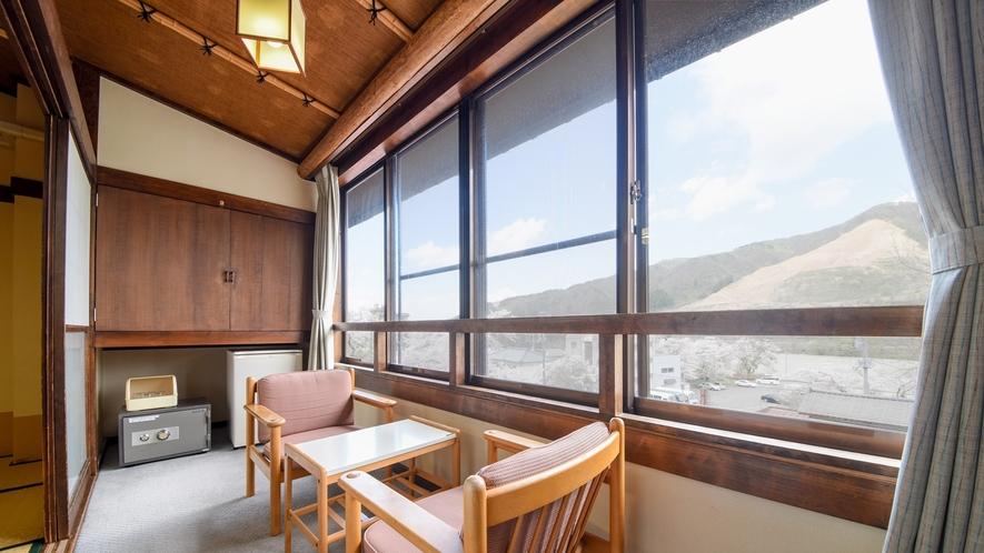 *客室一例/和室10畳田園風景を眺めながらのんびりとお寛ぎ下さい。