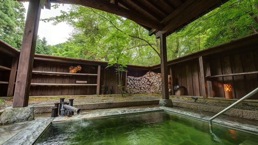 *貸切露天風呂/森の風、自然の空気をカラダ全体で感じる開放的な貸切露天風呂