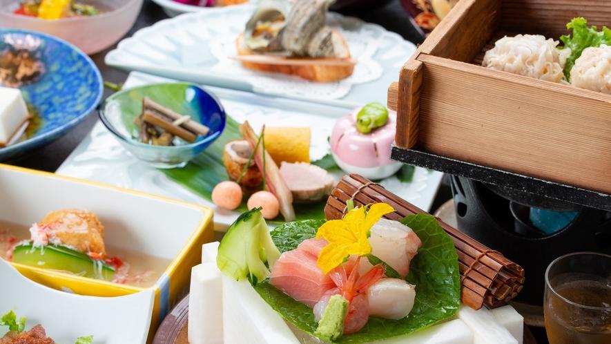 *夕食一例/手間ひまを惜しまずお作りする会席料理は目でも愉しめるお料理の数々です。