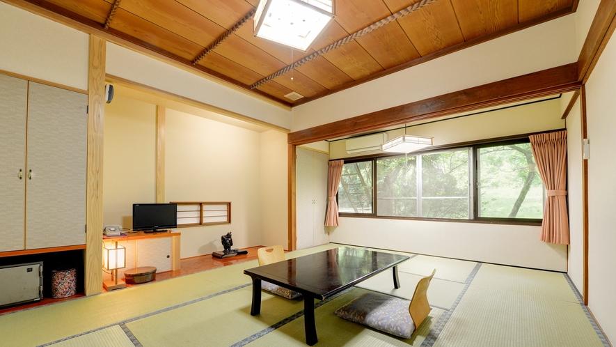 *客室一例・和室トイレ付き/畳の温もりを感じるお部屋で、風景を眺めながらのんびりとお寛ぎ下さい。
