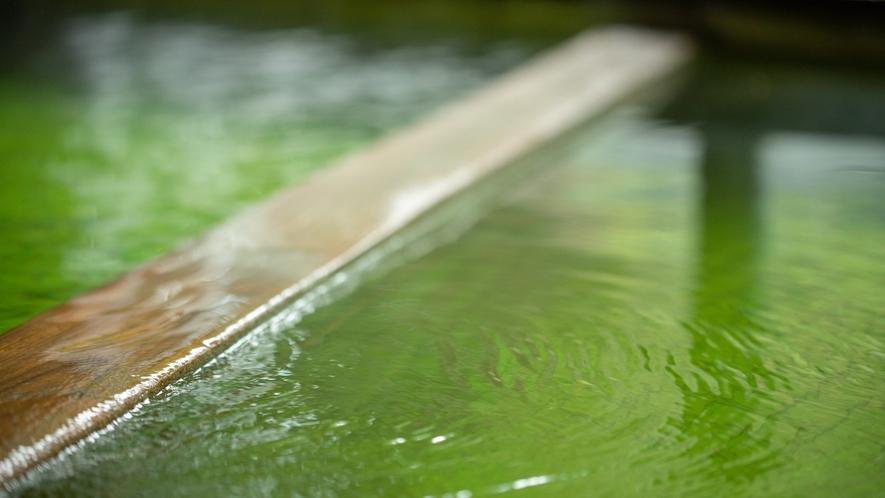 *大浴場/体を包みこむような、柔らかさが特徴的な珍しいエメラルドグリーンの温泉です。