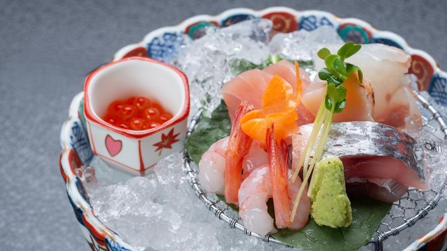 *夕食一例/日本海で育った活きの良い新鮮な魚をお刺身でお召し上がりいただけます。